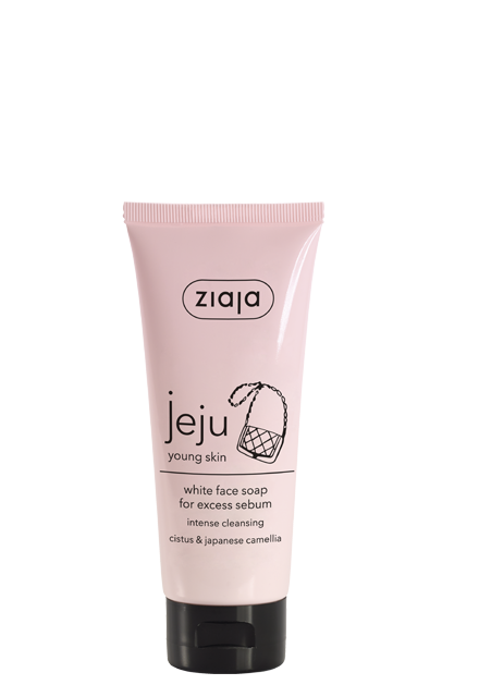 bílé mýdlo na obličej